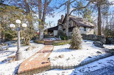 White Plains Single Family Home For Sale: 1049 Dobbs Ferry Road