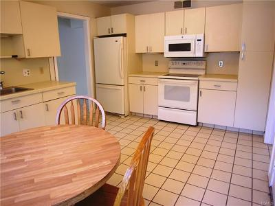 Westchester County Condo/Townhouse For Sale: 221 Heritage Hills #221B