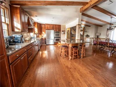 Pleasant Valley NY Single Family Home For Sale: $433,000