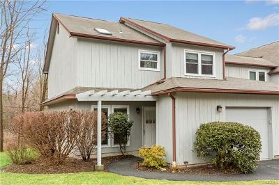 Yorktown Heights Condo/Townhouse For Sale: 12 Woods Brooke Lane #4