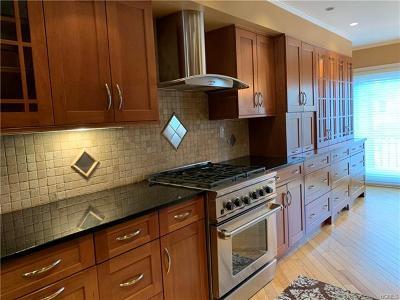 Eastchester Rental For Rent: 95 Waterside Close