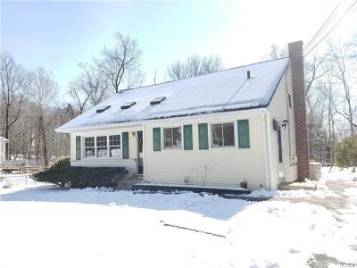 Westchester County Single Family Home For Sale: 963 Fox Meadow Road