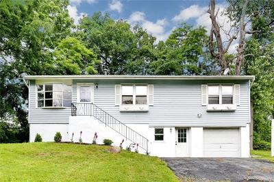 Nanuet Single Family Home For Sale: 31 Dykes Park Road
