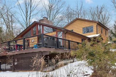 Mohegan Lake Single Family Home For Sale: 1626 Wenonah Trail