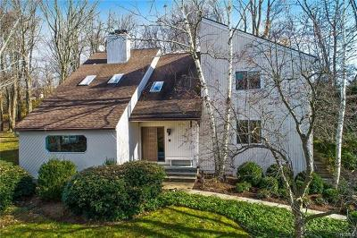 Pleasantville Single Family Home For Sale: 19 Heritage Drive
