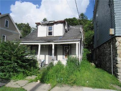 Newburgh Single Family Home For Sale: 70 Fullerton Avenue