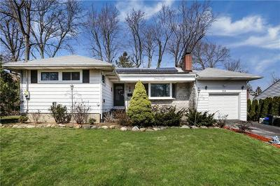 White Plains Single Family Home For Sale: 28 Barnwell Drive
