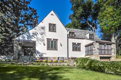 Westchester County Single Family Home For Sale: 30 Briar Lane