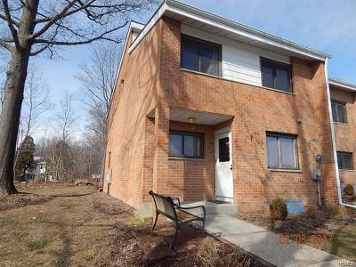 Middletown Condo/Townhouse For Sale: 28 Poplar Lane