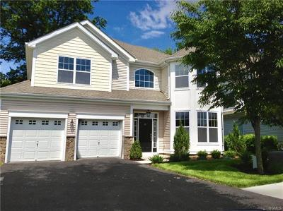 Middletown Condo/Townhouse For Sale: 20 Eagles Way #197