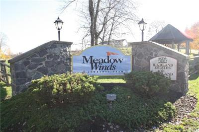 Newburgh Single Family Home For Sale: 210 East Meadow Wind Lane