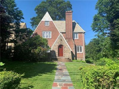New Rochelle Single Family Home For Sale: 72 Stonelea Place