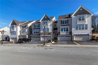 New Windsor Condo/Townhouse For Sale: 1810 Hawthorn Way