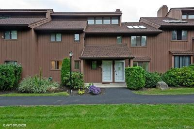 Westchester County Condo/Townhouse For Sale: 261 Old Farm Lane