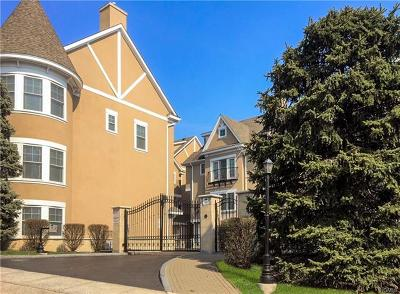 New Rochelle Condo/Townhouse For Sale: 80 Old Boston Post Road #15