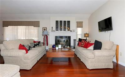 Westchester County Condo/Townhouse For Sale: 290 Heritage Hills #B
