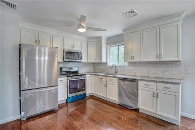 Middletown Single Family Home For Sale: 28 Maureen Drive