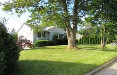 Newburgh Single Family Home For Sale: 14 Royal Circle