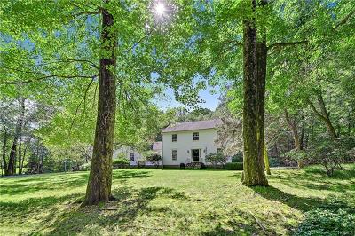 Westchester County Single Family Home For Sale: 22 Cartway Lane West