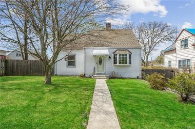 White Plains Single Family Home For Sale: 21 Harrison Place