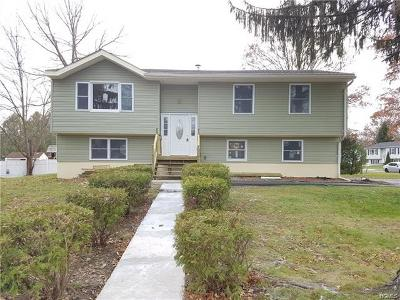 Middletown Single Family Home For Sale: 2 Rondack Road
