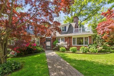 Larchmont Single Family Home For Sale: 128 Hickory Grove Drive East