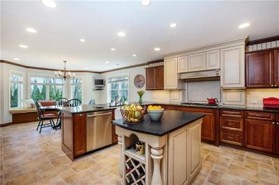 Hartsdale Single Family Home For Sale: 30 Tamarack Trail