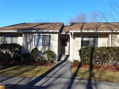 Yorktown Heights Condo/Townhouse For Sale: 97 Molly Pitcher Lane #B