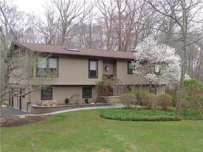 Rockland County Single Family Home For Sale: 2 Mandarin Lane