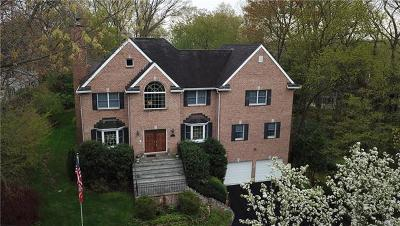 White Plains Single Family Home For Sale: 54 Hillair Circle