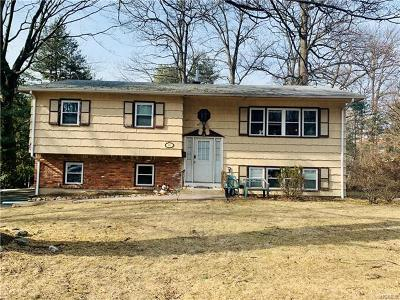 Single Family Home For Sale: 18 Laura Drive