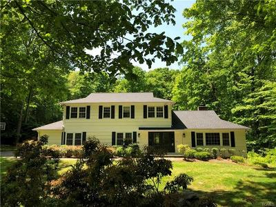 Westchester County Single Family Home For Sale: 41 Hickory Pass