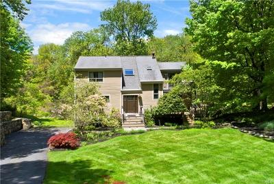 Armonk Single Family Home For Sale: 8 Meadow Hill Place