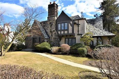 New Rochelle Single Family Home For Sale: 86 Colonial Place