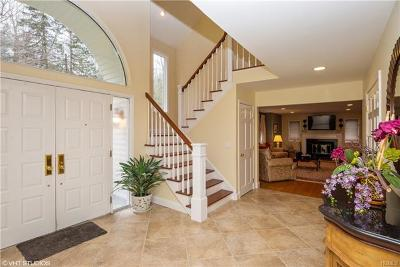 Pleasantville Single Family Home For Sale: 185 Deerfield Lane North