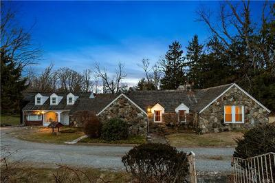 Westchester County Single Family Home For Sale: 11 Oak Road