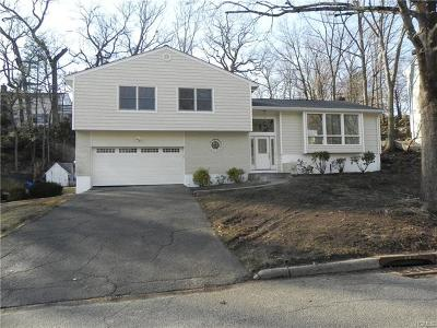 New Rochelle Single Family Home For Sale: 66 Rolling Way