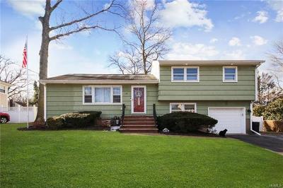 Rockland County Single Family Home For Sale: 35 Maplewood Boulevard