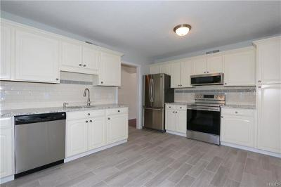 Westchester County Condo/Townhouse For Sale: 159 Heritage Hills #B