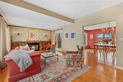 Westchester County Single Family Home For Sale: 7 Quaker Hill Court East