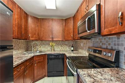 Westchester County Condo/Townhouse For Sale: 153 Flintlock Way #I