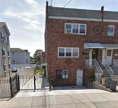 Bronx Multi Family 2-4 For Sale: 956 East 215th Street