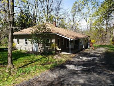 Middletown Single Family Home For Sale: 740 Route 211 West