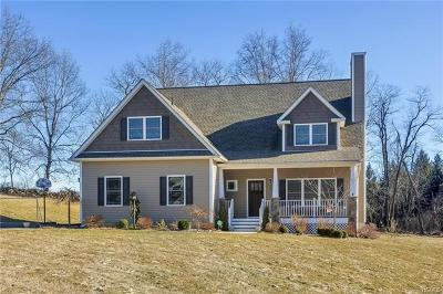 Fishkill Single Family Home For Sale: 11 Country Glen