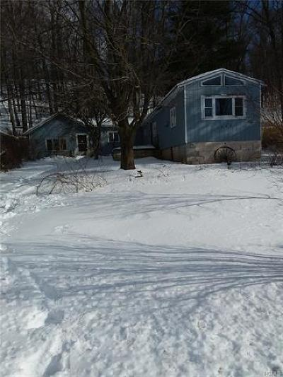 Middletown Single Family Home For Sale: 1063 Route 211 Highway West