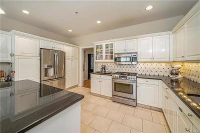 White Plains Single Family Home For Sale: 36 Wyndham Close