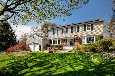 White Plains Single Family Home For Sale: 12 North Lake Circle