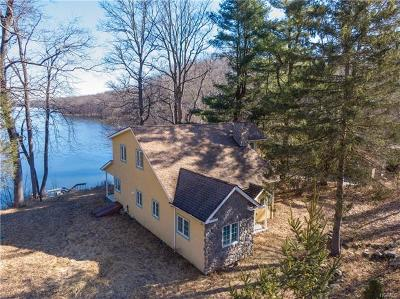 Chester Single Family Home For Sale: 208 Farmingdale Road
