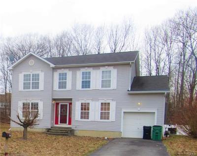 Newburgh Single Family Home For Sale: 12 Hibbing Way
