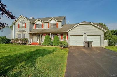 New Windsor Single Family Home For Sale: 1004 Forest Glen
